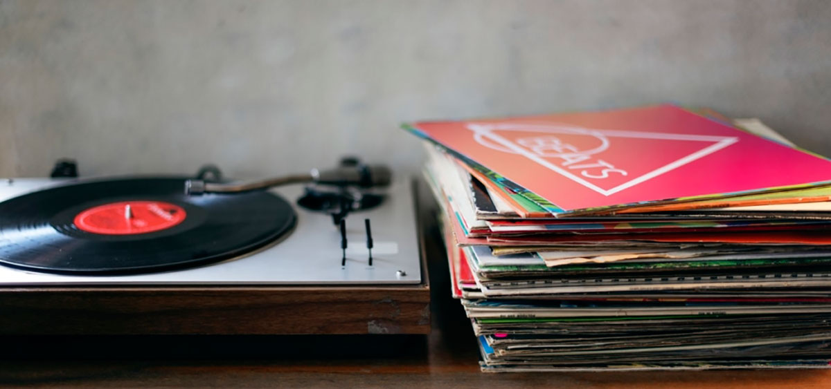 Can you clean vinyl records with vinegar