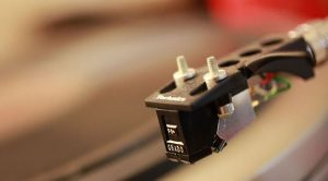 How does a phono cartridge work